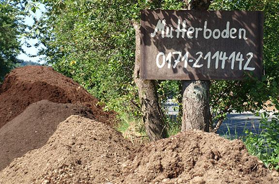 Rindenmulch Kies und Mutterboden auf Lager